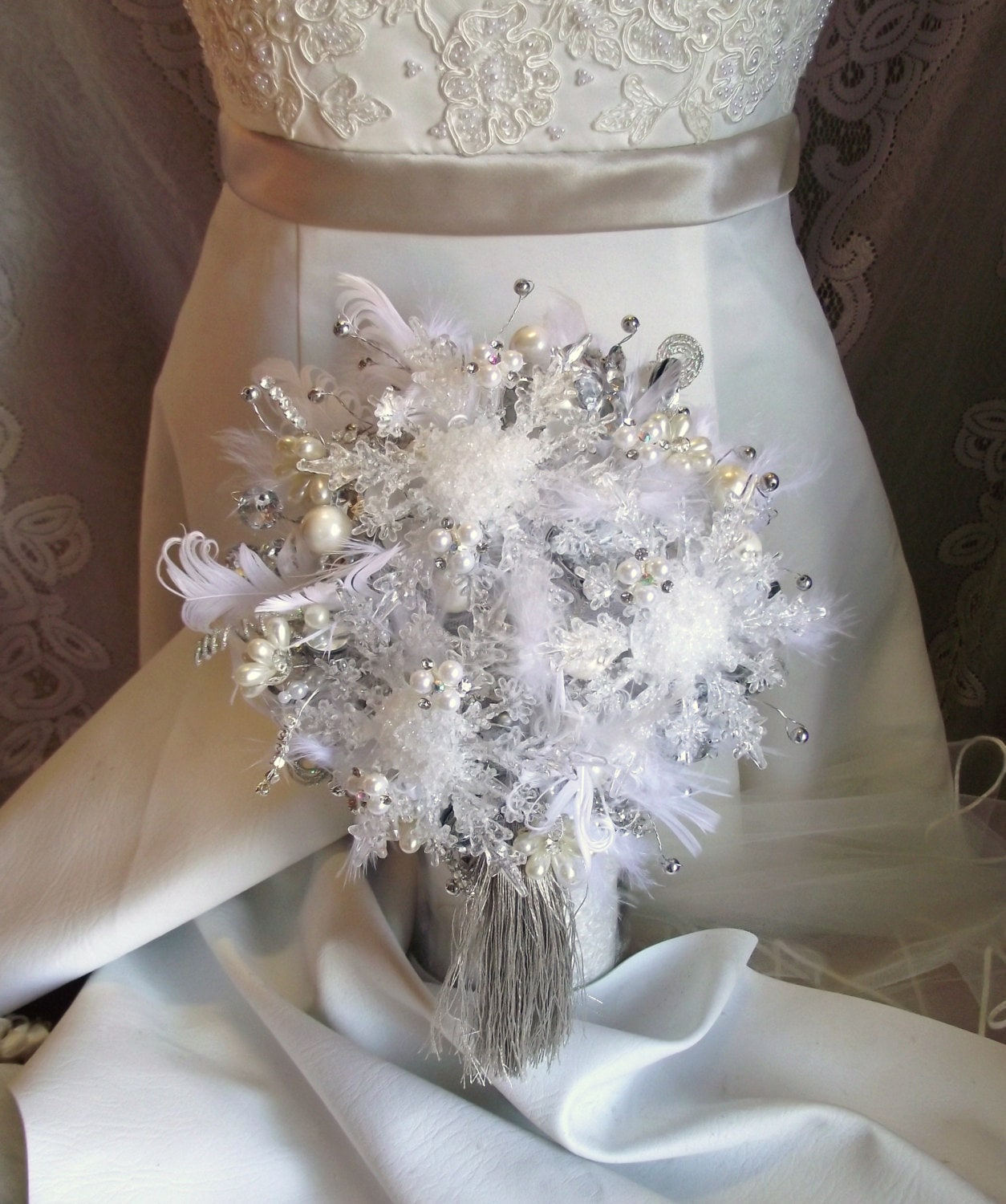 Christmas Wedding Flower Ideas: Winter Wedding Bouquet Snowflake Bouquet Winter Bridal