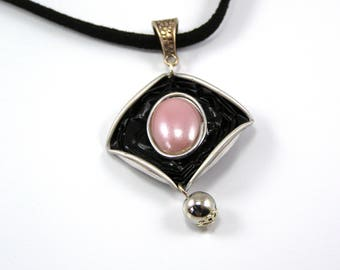 Diamond color coffee capsule necklace black and pink
