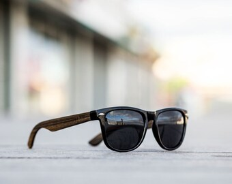 Polarized sustainable wooden wayfarer style sunglasses with a strong polycarbonate frame and UV400 protection