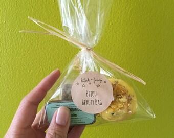 Bridesmaids Gifts: 10 Dollar Gift Bag