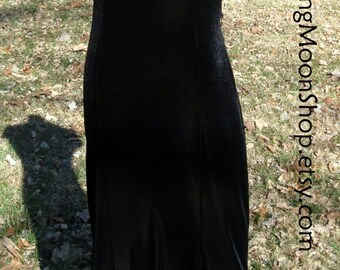 Vintage BLACK VELVET DRESS, Silver Belt Chain, Elegant Maxi Long Gothic Bohemian Stevie Nicks Gypsy Witch, Short sleeves, fancy neckline 6/8