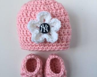 Yankees baby girl hat and booties, New York Yankees baby gift, Crocheted hat and booties,Baby gift set, Baby Shower Gift, Handmade baby gift