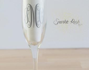 Monogrammed Champagne Flute/Wedding champagne flutes/Bridesmaid champagne flutes/Bridal party glasses