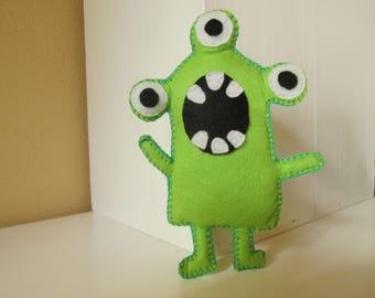 SHOUT CUTE MONSTER, ready to ship, gift idea, felt puppet, cute, monster, collection