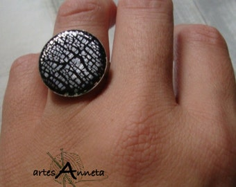 Ring Crackle effect in polymer clay and silver leaf