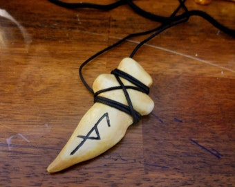 Legend Of the Seeker Inspired Pendant Necklace, Cosplay Costume Necklace, fantasy Necklace, Tooth necklace