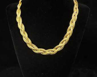 Vintage 80s Trifari TM Braided Spring Catch Gold-Tone 16 Inch Necklace