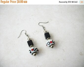 ON SALE Vintage Murano Glass Lamp Work Earrings 40217