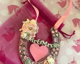 Mr and mrs lucky wood horse shoe in pink