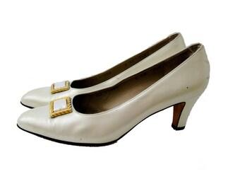 Salvatore Ferragamo Pearl Leather Pumps, Off White Heels, Shoe Clip, Designer Vintage, 8