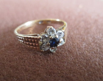 Daisy gold ring with Sapphire