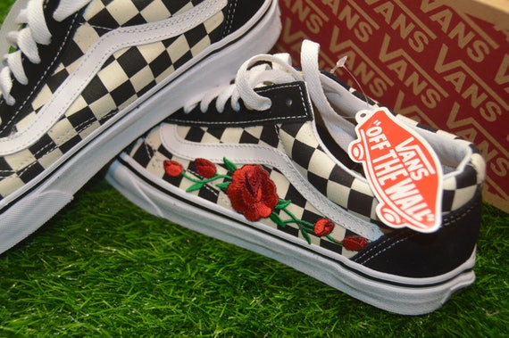 White Skool Shoes Vans Embroidered Primary Old On Black Sneakers Custom Iron Checkered Rose qZAxTwnnC