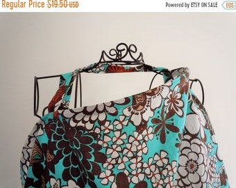 Spring Sale Couture Mama Nursing Cover - Satchi - Plus a FREE set of Hooter Soothers Washable nursing pads