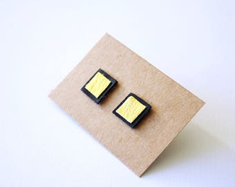 Square leather earrings in black and gold