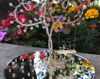 Double heart wire tree in silver and gold tone wire