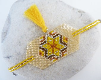 Bracelet ethnic Indian woven yellow and tassel