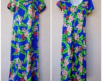 1970s Hawaiian DRESS. Hawaiian MuuMuu. Hawaiian Caftan. Tent Dress. Vintage Muu Muu. Modest Cut Dress. Hilo Hattie. Blue MuuMuu. Loose Dress