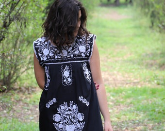 Black and white embroidery Puebla Dress