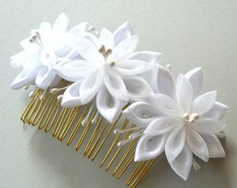 White Bridal Kanzashi Fabric Flower hair comb . Bridal Hair piece. Kanzashi hair comb. Wedding kanzashi.