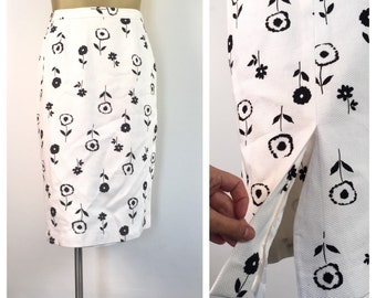 White Floral Skirt, Vintage Straight Skirt, Pencil Skirt, Black and White Spring Office Skirt, Bombshell Skirt, Back Slit Hem, 10