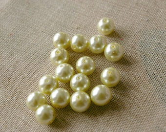Set of 5 pastel green Pearl glass beads - 10mm