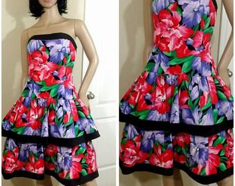 Beautiful Vintage 80s flowers print strapless dress size 10