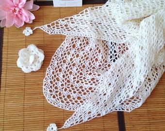 Châle japonais ajouré en Laine & Alpaga, couleur blanc, style bohème avec broche fleur 3D amovible, crocheté à la mains