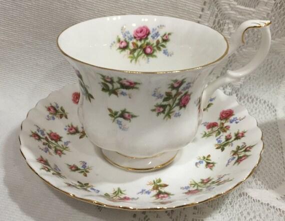 Vintage ROYAL ALBERT Fine Bone China Tea Cup & Saucer