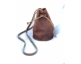 BUCKET BAG Henna Brown • Leather Crossbody Bag