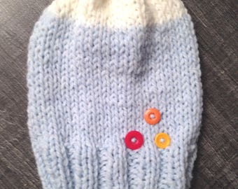 Blue and cream women hat with buttons