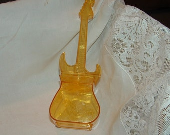Sale......Hard Rock Cafe Yellow  Plastic  Guitar Cocktail Drink Mixer Shaker Container