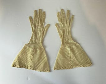Ivory Lace Mesh Gloves w/ Large Cuff / 40's - 50's / Size 6.5-7 / womens accessories winter wedding white