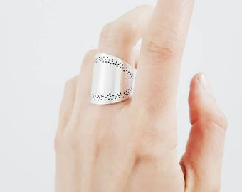 FARANDOLE wide silver ring - with a delicate dotted texture