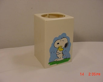 Vintage 1965 Snoopy Bathroom Dixie Cup Dispenser 18 - 300