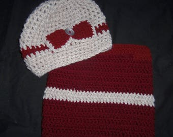 Set hat and Snood pale beige color bordeaux