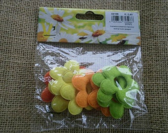 Pack of 12 felt, yellow, green and orange flowers, size 4.2 cm