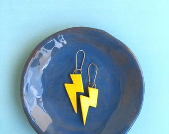 Yellow lightning-shaped earrings with clay pendant