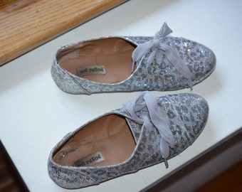 Vintage 1920s flapper style size 6 silver shoes for wedding, sparkling shining for bride/marriage party