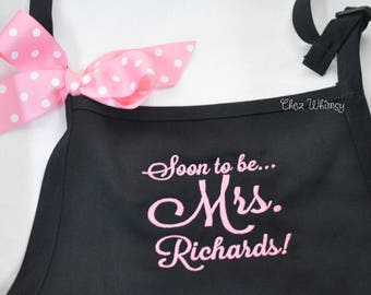 Personalized Aprons, Mrs. Apron, Engagement Party Gift, Apron with Bow, Bride Apron, Apron with Pockets, Custom Apron, Embroidered Apron