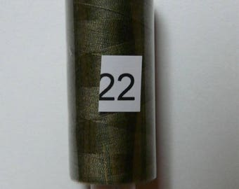 Reel 360 m light khaki green polyester thread