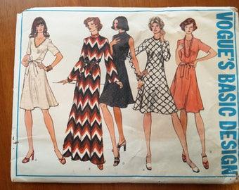 Vintage 1970s sewing pattern: Vogue 1030 (Size 16)