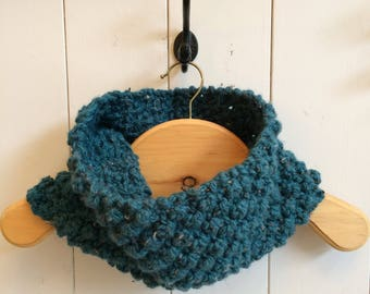 Cowl / Snood in turquoise wool speckled