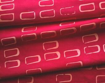 Rectangles à la main teinté et tissu en corail et rouge à motifs
