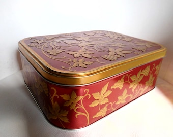 Large tin with relief