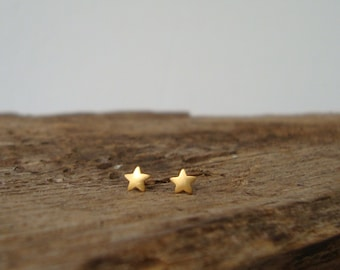 ONE Extra Tiny Star Earring Single Star Stud in solid Gold Post Earrings Stars minimal earrings simple earring Rose Gold Solid gold earring