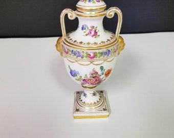 Small  lidded pedestal Urn - DRESDEN - c. 1920-1930