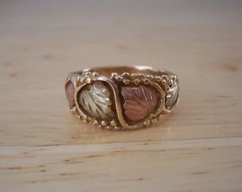 Vintage Black Hills Gold Band Style Ring with Grapes and Leaves Pattern