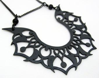 Tatouage tribal modèle noir cuivre pendentif grand énervé et accrocheur