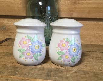 Vintage salt pepper shakers flower country cottage decor serving pink blue