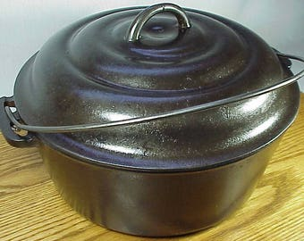 O'Brien & O'Brien #8 Chicago Dutch Oven Fully Mk'd. Matching Lid - GREAT